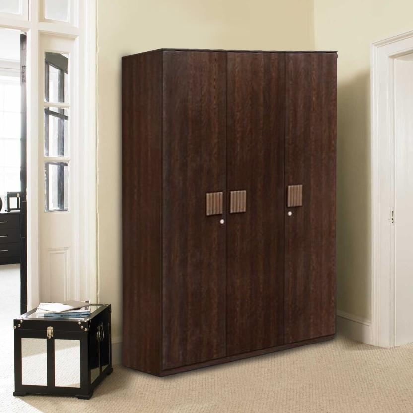 HomeTown Tiago�3 Engineered Wood 3 Door Wardrobe