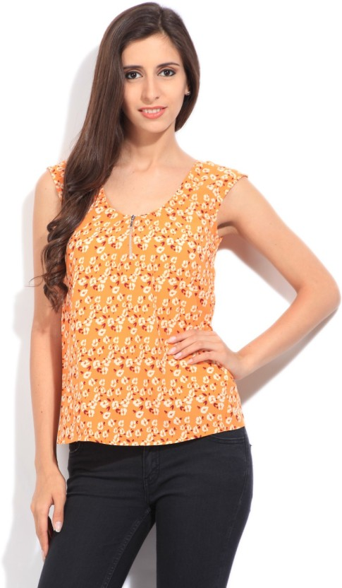 United Colors of Benetton. Casual Sleeveless Printed Women
