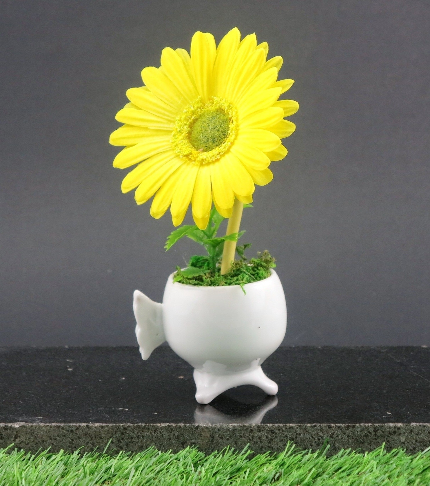 Importwala Mini Gerbera in Ceramic Pot Artificial Plant  with Pot