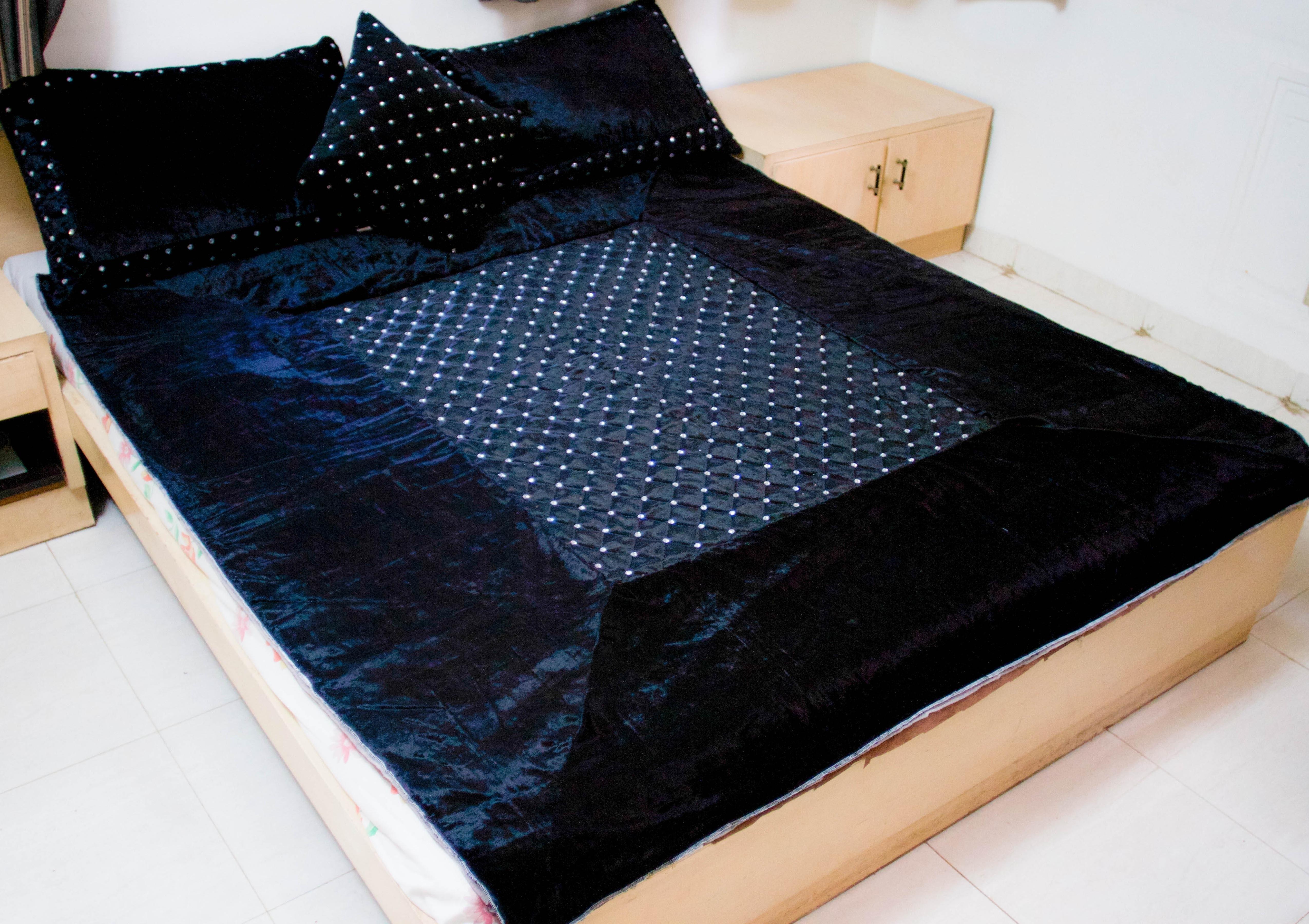 Rossworld Velvet Double Bed Cover