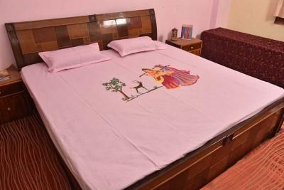Krishna Art & Craft Cotton Self Design Double Bedsheet