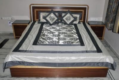 Lal Haveli Silk Abstract Double Bedsheet
