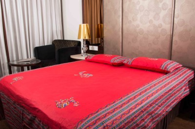 HandiCave Cotton Embroidered Double Bedsheet