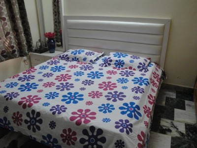 Le-Bany Cotton Floral King sized Double Bedsheet