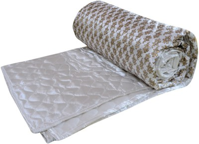 Rangasthali Abstract Double Quilts & Comforters White