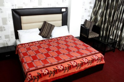 The Chaddar Checkered Double Blanket Multicolor
