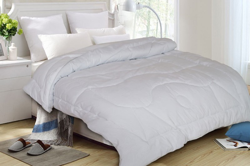 St. Cloud Plain Double Quilts & Comforters White(1 Quilt)