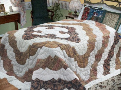 R home Abstract Double Quilts & Comforters Brown