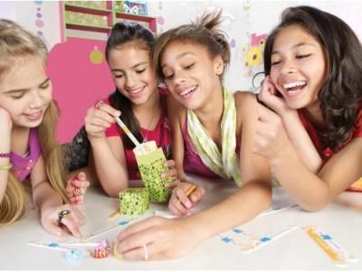 Hasbro Girl Talk Sassy Stix Board Game