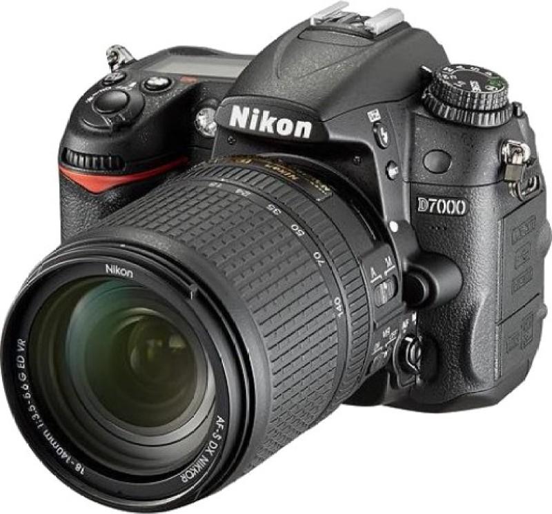 nikon d-7000 dslr camera body with  nikon 18-140 af-s dx vr lens,carrying case