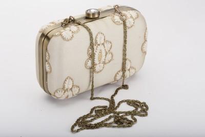 Silk&Sequins Women Party Beige, Gold  Clutch