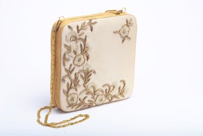 Silk&Sequins Women Formal Beige, Gold  Clutch