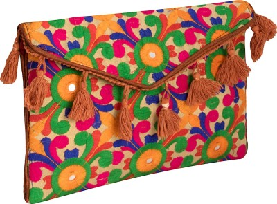 offer looks Multicolor  Clutch