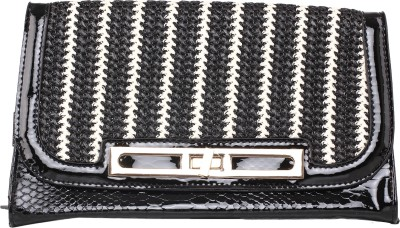 Kiara Women Casual Black  Clutch