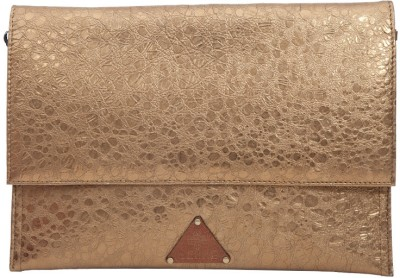 Fabulloso Women Casual Gold Clutch