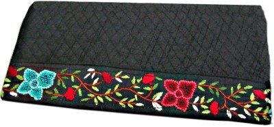 Indha Craft Women Casual Black  Clutch