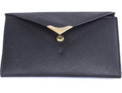 Ess Tee Women Casual Black  Clutch