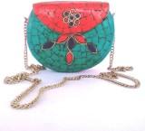 Hemshri Women Green, Red  Clutch