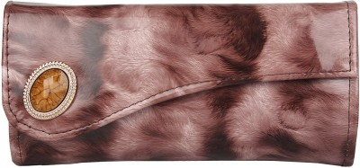 Evelyn Brown, White  Clutch