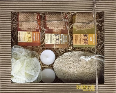 BodyHerbals Natural Hand Made Soap Collections (Orange & Neroli Bathing Bar with Natural Chunks 100g, Lemongrass Bathing Bar with Natural Loofah 100g, Sandal Turmeric Bathing Bar with Natural Chunks 100g, 100% Natural Oval Loofah Bath Exfoliator, Bath Puff , 2 Aroma T-Lites
