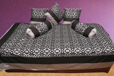 Zaffre,s Polyester Geometric Diwan Set