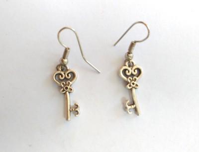 SrinidhiHandiCreations Key Metal Dangle Earring