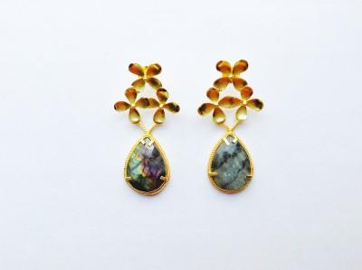 Closet Queen Summer Shades Onyx Brass Stud Earring