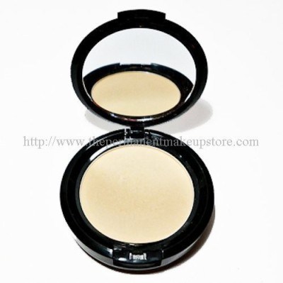NYX Cosmetics Stay Matte But Not Flat Powder  Foundation