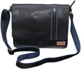 Le Craf Messenger Bag (Black, Black)