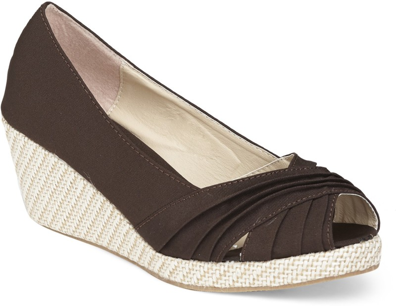 Vero Couture Women Brown Wedges