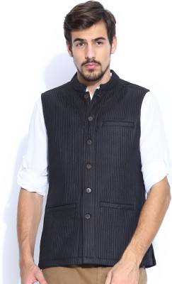 Fabindia Sleeveless Solid Men's Quilted Jacket