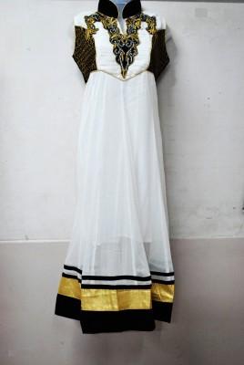 Kavin Embroidered Women's Flared Kurta