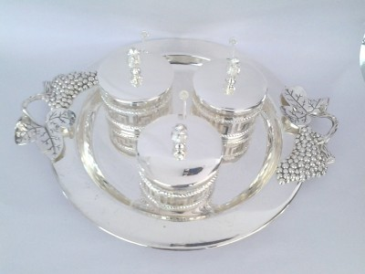 Eventz Gifts Royal round in beautiful grape handle Solid Silver Plated Tray Set