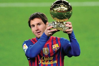 TMS MESSI -GOLDEN FOOTBALL Paper Print