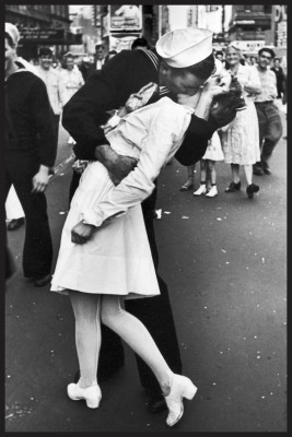 World War 2 Soldier kissing nurse Photographic Poster Paper Print