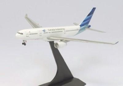 Dragon Models USA Garuda Indonesia A330-200 - New Livery Diecast Aircraft, Scale 1:400