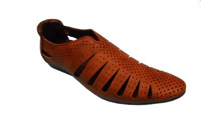 Kolapuri Center Men Brown Sandals