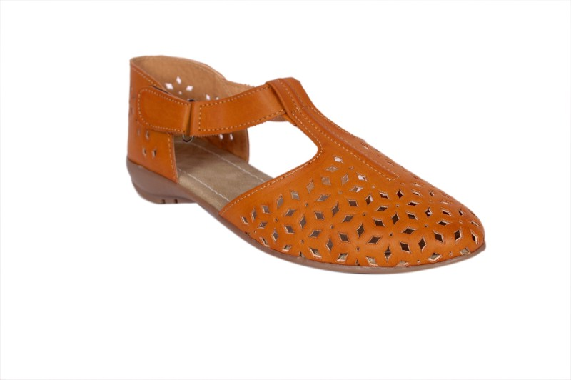 Studio 9 Women Tan Flats