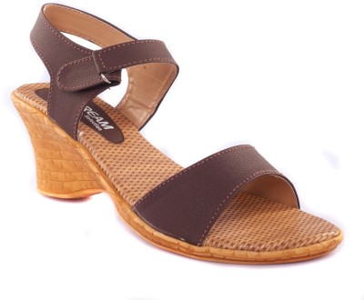 Dream Selection Women Brown Wedges