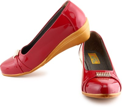 World Of Fashion Women Red Wedges