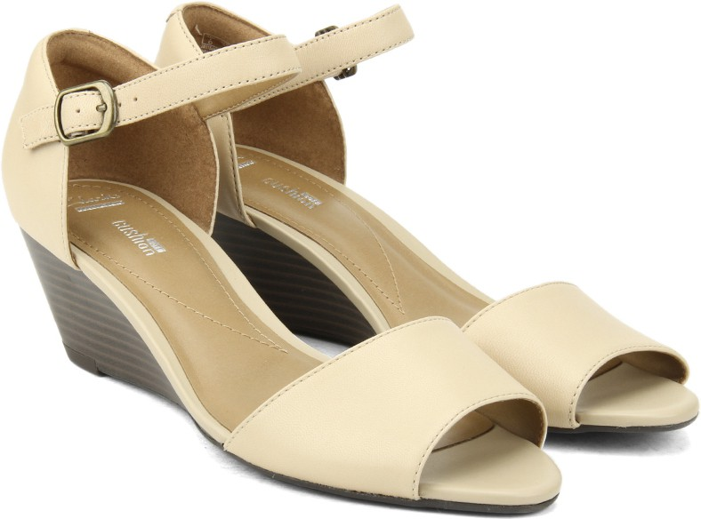 51d446b3725299 Clarks Brielle Drive Nude Leather Women Sports Sandals