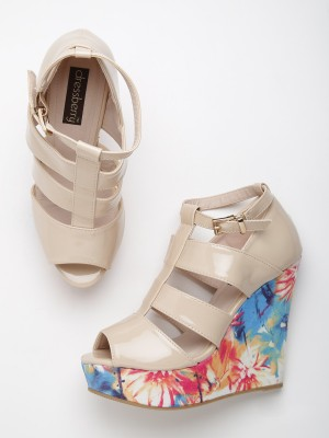 Dressberry Women Beige Wedges