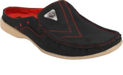 UDENCHI Men Black Sandals
