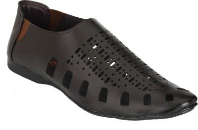 Udenchi Men Brown Sandals