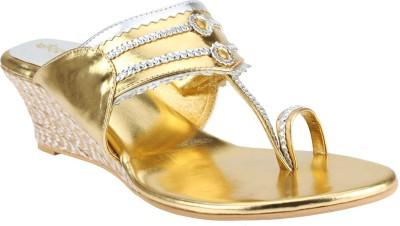 El Cisne Women Gold Wedges