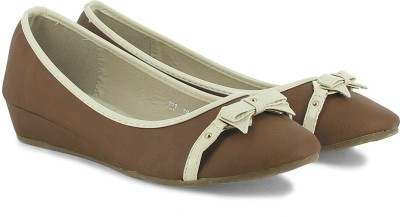 Plosh Women Brown Wedges at flipkart