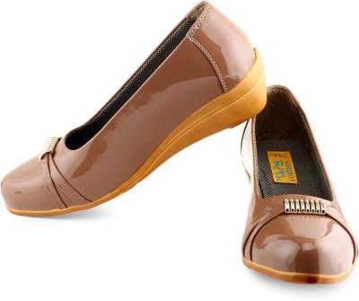 World Of Fashion Women Brown Wedges