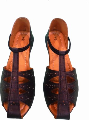 Kolapuri Center Women Black Flats