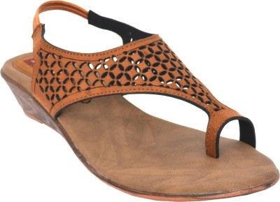 Footsy Women Tan, Brown Wedges