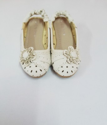 Kidzstory Girls White Sandals
